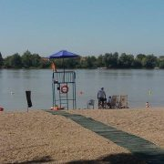 Kupanje na mitrovačkoj plaži nije zabranjeno, ali treba primenjivati preporuke nadležnih