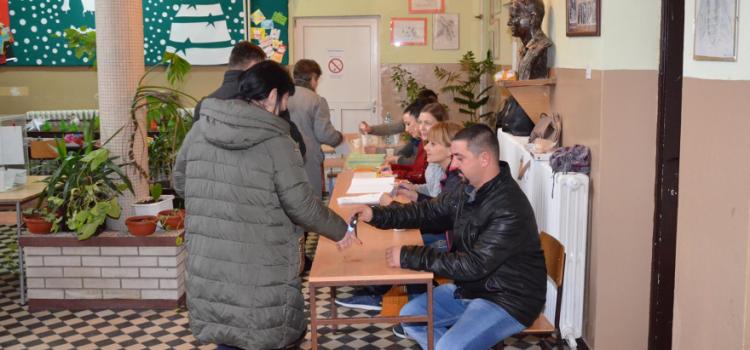 Pećinci: Do 19.00 sati 67,89% birača izašlo je na glasanje