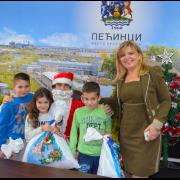Pećinci: Novogodišnjim paketićima obradovali decu iz hraniteljskih porodica