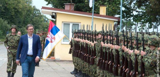 Predsednik Vučić na pokaznoj vojnoj vežbi u Nikincima