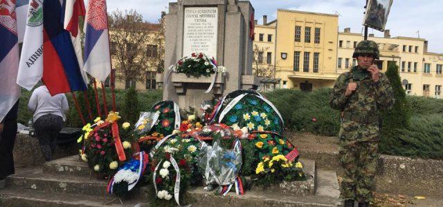Sremska Mitrovica: Venci na spomenik oslobodiocima