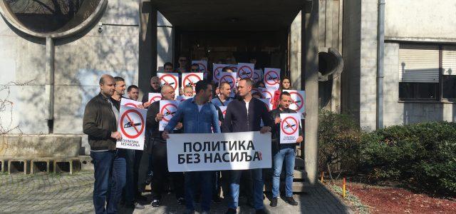 """Mitrovački naprednjaci održali skup """"Politika bez nasilja"""""""