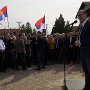 Vučić otvorio radove na asfaltiranju inđijskih ulica