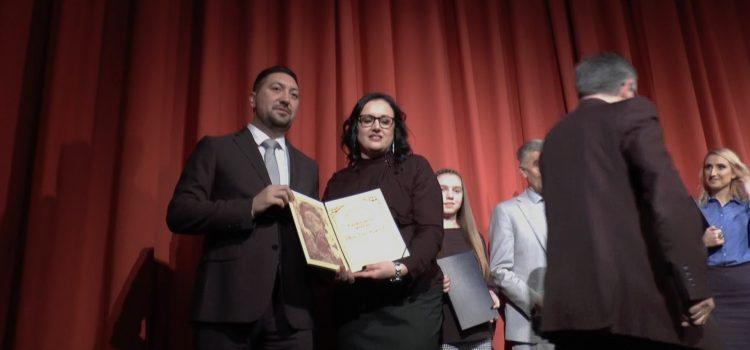 Svetosavska akademija i ppovelje u Inđiji