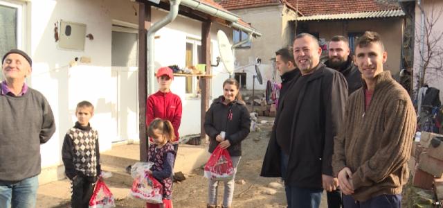 Nikolić posetio dvanaestočlanu porodicu Đurić u Binču