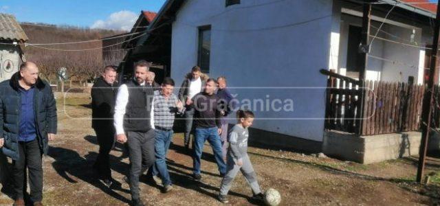 Meštane sela Novake posetili pomoćnici direktora Kancelarije za KiM