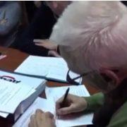 SKANDAL U ŠAPCU! GIК prihvatio listu SNS, pa se posle nekoliko minuta predomislio! Tako izgleda Zelenovićeva demokratija