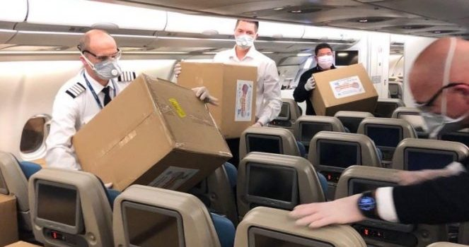 ONI SU NAŠI JUNACI! Pogledajte šta radi posada aviona koji dovozi humanitarnu pomoć iz Kine!