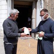 Crkvena opština Ruma pribavlja i deli pakete pomoći