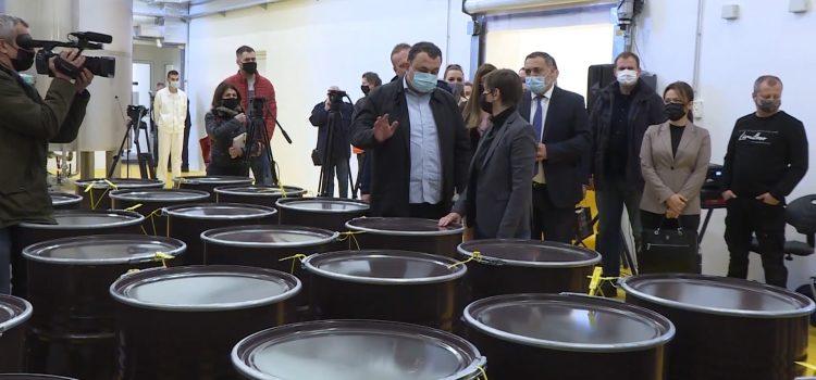 """Premijerka u poseti pogonu """"Naš med"""" u Rači (VIDEO)"""