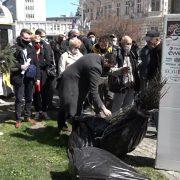 """Mitrovčanima podeljene sadnice belog jasena u okviru akcije """"Posadi svoj hlad"""" (VIDEO)"""