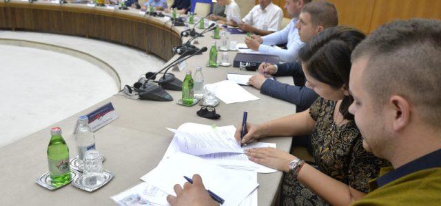 Potpisano prvih 14 ugovora za kupovinu kuća u selima