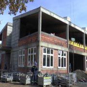 SM: Pokrajinski sekretar Njilaš obišao radove na izgradnji škole u Mačvanskoj Mitrovici  -VIDEO