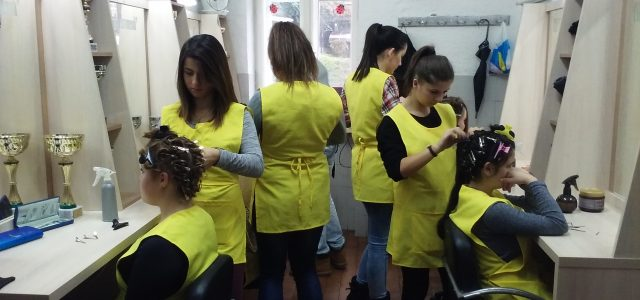Inđija: Nova oprema u frizerskom salonu