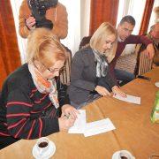Irig: Uručene kartice za prvih deset penzionera