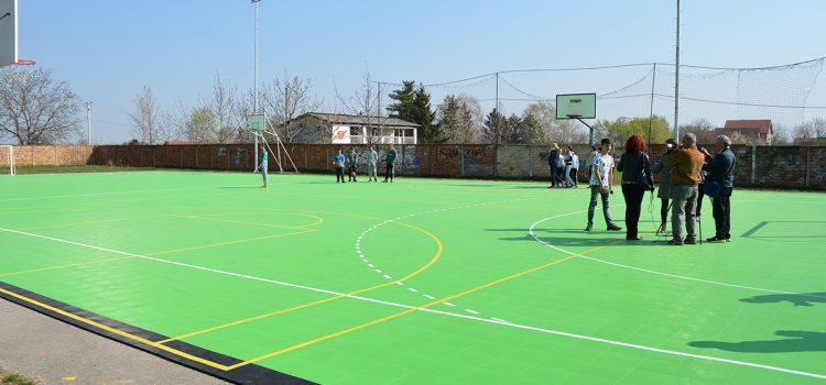 Nova podloga na školskom terenu u Maradiku