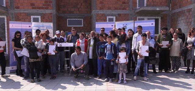 Stara Pazova: Uručeni stanovi socijalno ugroženim romskim porodicama