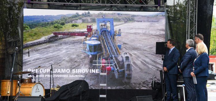 "Mirović pustio u rad novu tehnološku liniju u  fabrici cementa ""Lafarž"" u Beočinu"