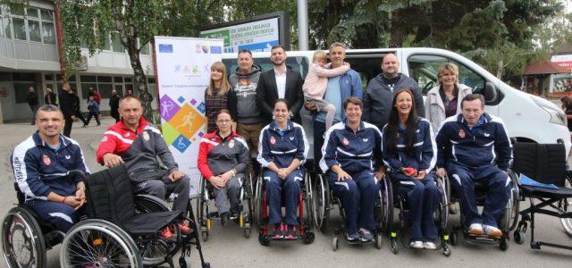 Kombi vozilo i sportska oprema za sportiste sa invaliditetom