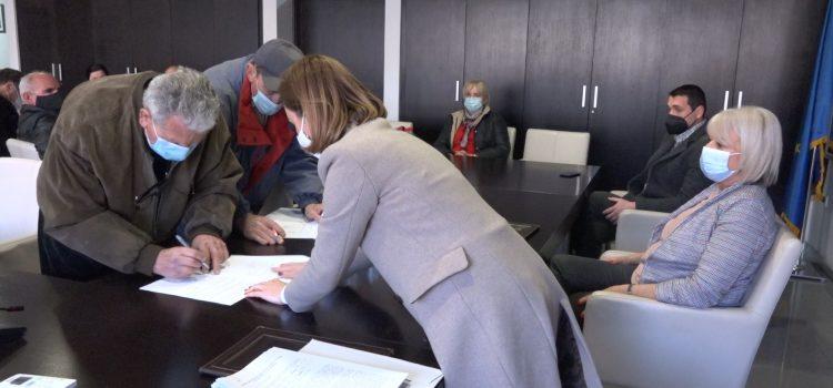 Za 14 izbegličkih porodica obezbeđen krov nad glavom (VIDEO)