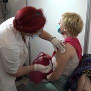 Vakcinisana petnaestohiljadita Mitrovčanka (VIDEO)
