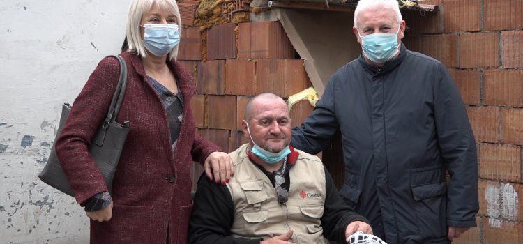 Mitrovčaninu donirana invalidska kolica (VIDEO)