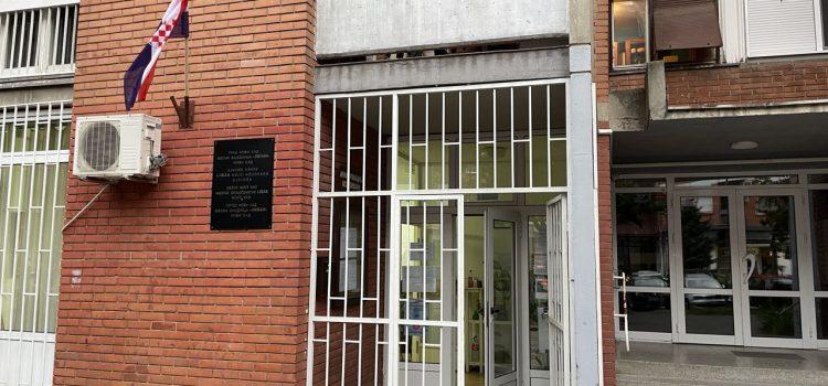 SKANDAL NA LIMANU 1: Umesto srpske vijori se hrvatska zastava, otvorena vrata MZ Liman